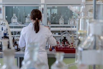 laboratory-2815641_1920