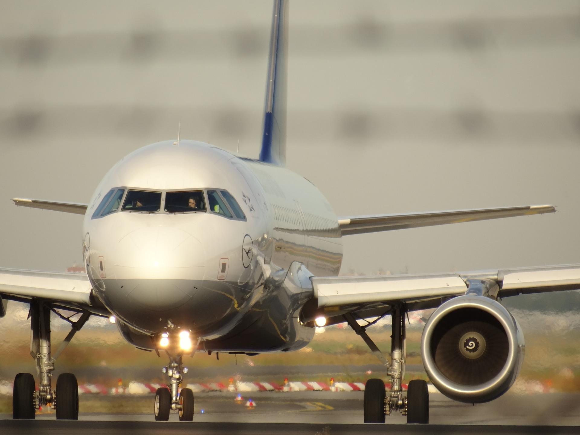 aircraft-1023968_1920