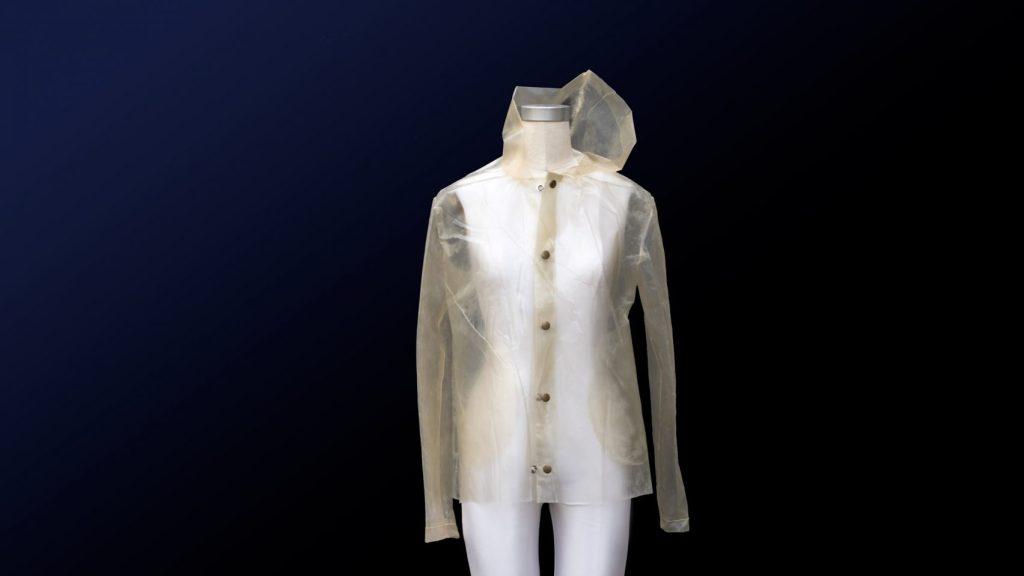 algae-bioplastics-raincoat