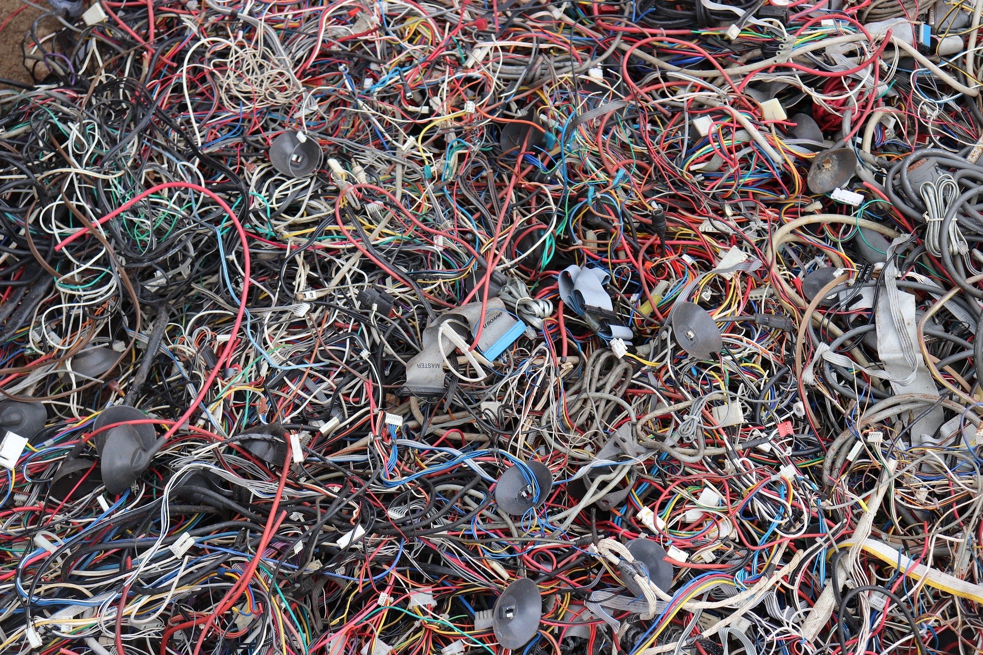 wires-3702104_1920